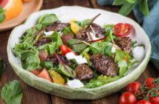 Зеленый салат с печенью — 6 полезных рецептов