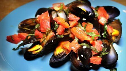Мидии с помидорами — 8 пошаговых рецептов, как приготовить