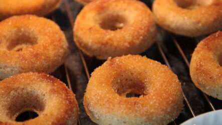 Пончики в духовке — 7 домашних рецептов