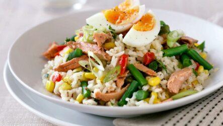 Салат с рисом и кукурузой — 8 любимых рецептов