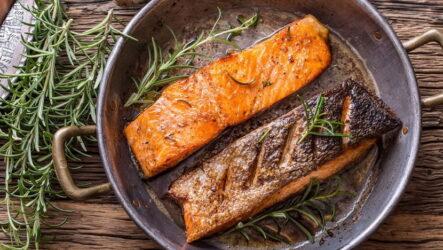 Лосось на сковороде — 7 рецептов для сочных стейков