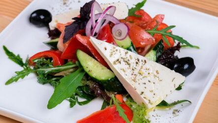 Салат с брынзой — 8 рецептов для легкого перекуса