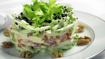 Куриный салат с сельдереем — 7 рецептов с пользой