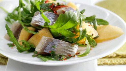 Салат с селедкой — 7 фото-рецептов на праздничный стол